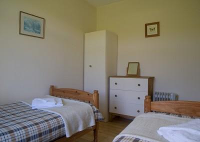 laggan-cottage-twin-bedroom-2