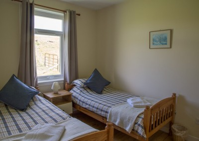 laggan-cottage-twin-bedroom